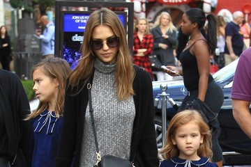 Honor Warren Jessica Alba and Her Family Visit the Santa House at The Grove