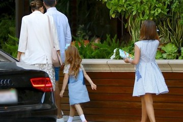 Honor Warren Jessica Alba And Family Seen At The Four Seasons In Beverly Hills