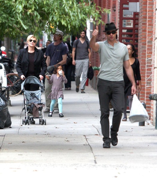 Hugh Jackman And Family Out In New York City (Hugh Jackman)