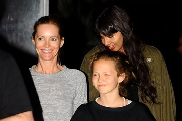 Iris Apatow Leslie Mann and Family Out For Dinner
