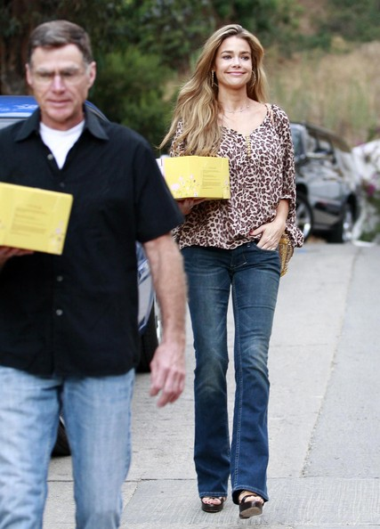 """irv richards dating Denise richards has shared the good news that her beloved dad, irv, is engaged denise's mom, joni, died from cancer in 2007, and irv was so devastated """"he did one of those dating sites,"""" denise told chelsea handler on chelsea lately """" he's getting married """"i think he could have maybe waited a little."""
