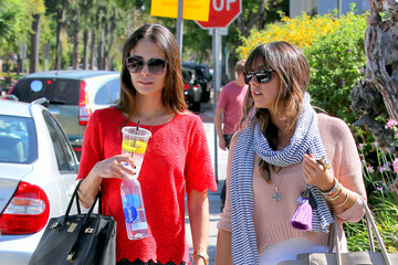 Isabella Brewster Jordana And Isabella Brewster Grab Lunch