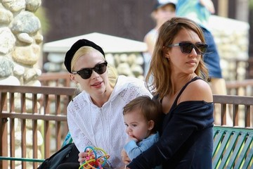 Jaime King Jessica Alba & Family Enjoy A Day At The Park