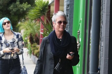 Jamie Lee Curtis Jamie Lee Curtis Hangs Out with Her Daughter