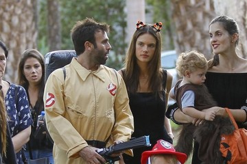 Jamie Mazur Alessandra Ambrosio Takes Her Children Trick-Or-Treating