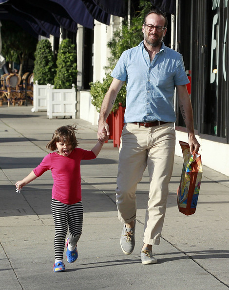 Jason lee and daughter casper shopping at american rag pictures