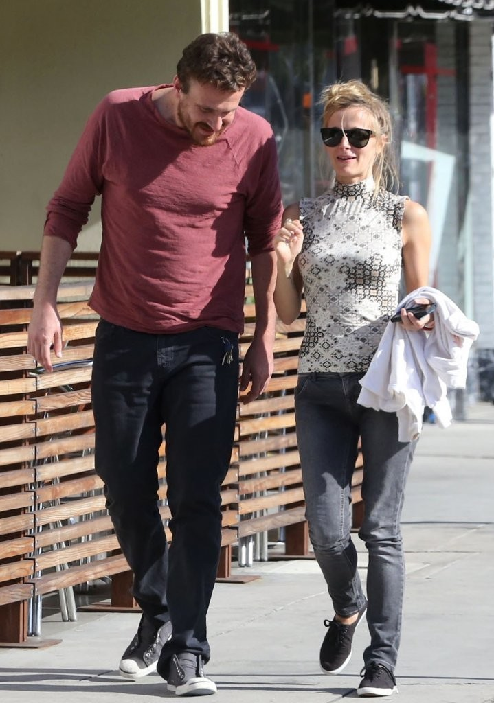 Jason Segel in Jason Segel Out with His Girlfriend - Zimbio
