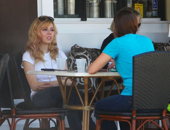 Jennette McCurdy Gets Lunch at Sweet Butter Kitchen 1 of 27 - Zimbio
