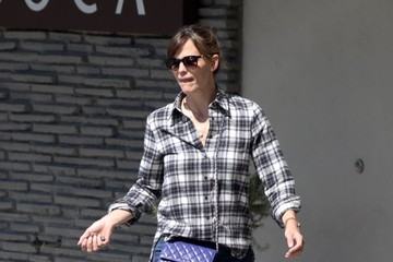 Jennifer Garner Jennifer Garner Visits The Farmer's Market
