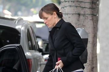 Jennifer Garner Jennifer Garner Out Christmas Shopping In Santa Monica