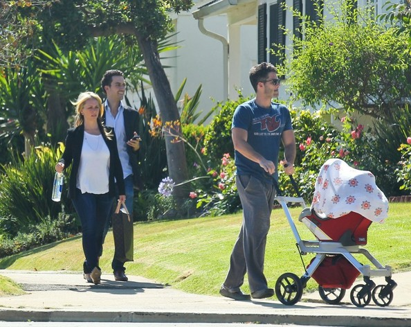Jennifer Love Hewitt Out with Her Family []