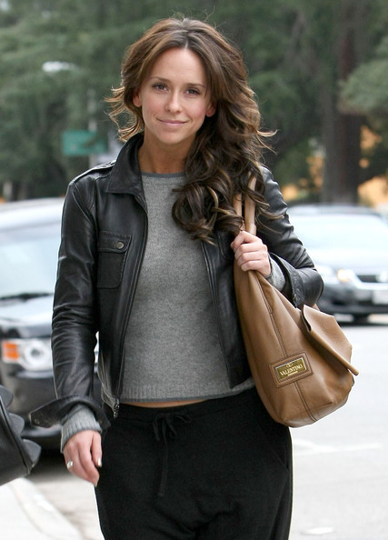 Jennifer Love Hewitt Out Getting Her Hair Done In Studio City