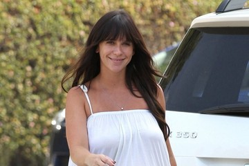 Jennifer Love Hewitt Jennifer Love Hewitt Runs Errands in Brentwood