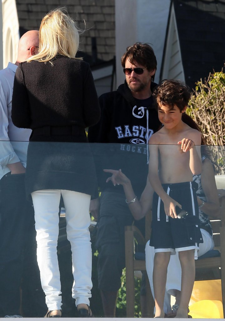 Jenny Mccarthy And Family On The Beach In Malibu Evan Asher  Apps Directories