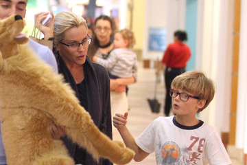 Evan Asher Jenny McCarthy And Son Shopping At The Sherman Oaks Mall