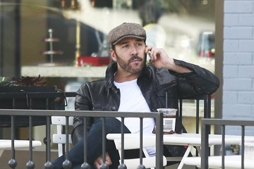 Jeremy Piven Jeremy Piven Meets a Friend for Coffee