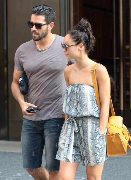 who dating jesse metcalfe The desperate housewives actor and his longtime girlfriend cara santana are engaged, a rep for 37-year-old metcalfe confirmed to people on tuesday.