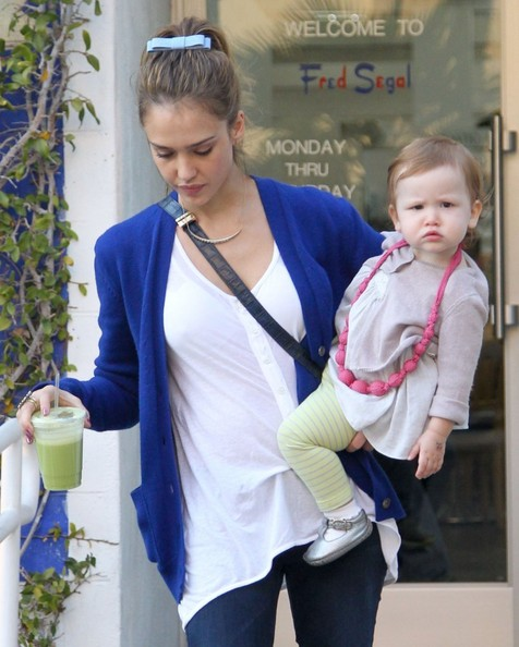 Jessica Alba - Jessica Alba Enjoys A Day With Her Family in Santa Monica