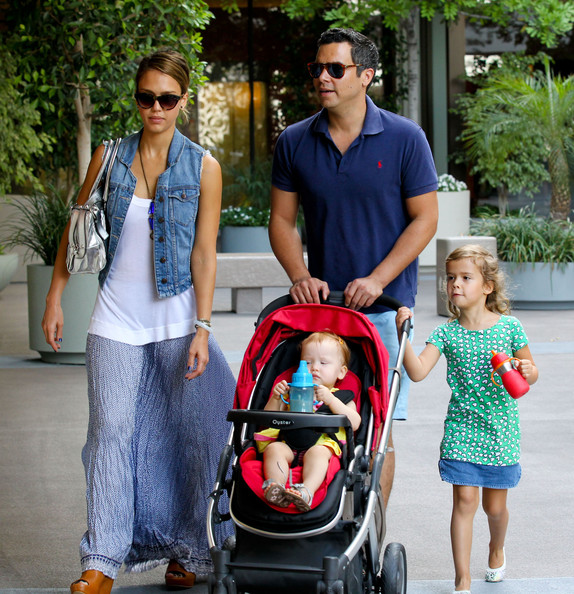 Jessica Alba - Jessica Alba And Family Out For Brunch In West Hollywood