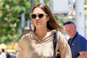 Jessica Alba Jessica Alba Enjoys Lunch With a Friend at M Cafe in BH
