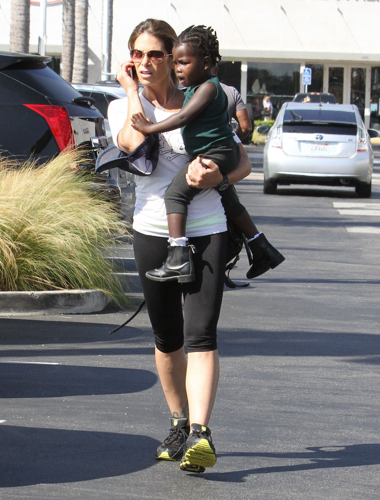 jillian michaels and daughter out for lunch in malibu 14