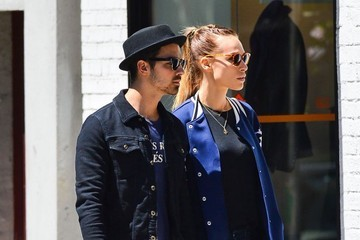 Joe Jonas Blanda Eggenschwiler Joe Jonas and Blanda Eggenschwiler Out in NYC
