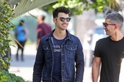 Joe Jonas Grabs A Bite With A Friend