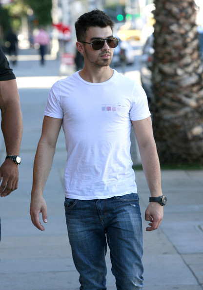 Joe Jonas Musician Joe Jonas and his personal trainer out for breakfast at Kings Road Cafe in Studio City, CA.