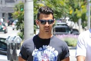 Joe Jonas Lunches With A Friend