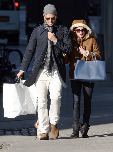 Brilliant Olivia Palermo And Johannes Huebl take Mr. Butler For A Stroll 442 x 594 · 73 kB · jpeg