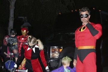 Josh Duhamel Fergie Trick Or Treating With Family In Brentwood