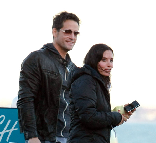 courteney cox dating history zimbio Courtney cox's relationship with david arquette was all over the news, more so because best friend jennifer aniston was still unmarried the couple married in 1999 although he was seven years younger then her.