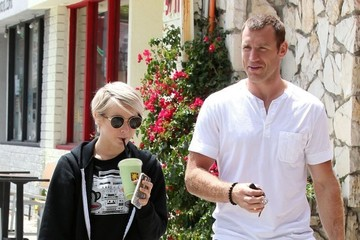Julianne Hough Brooks Laich Julianne Hough & Her Boyfriend Stop by SunCafe
