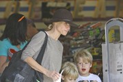 'Modern Family' actress Julie Bowen takes her boys Oliver, John, and Gustav to the Farmer's Market it Studio City, California on October 26, 2013.