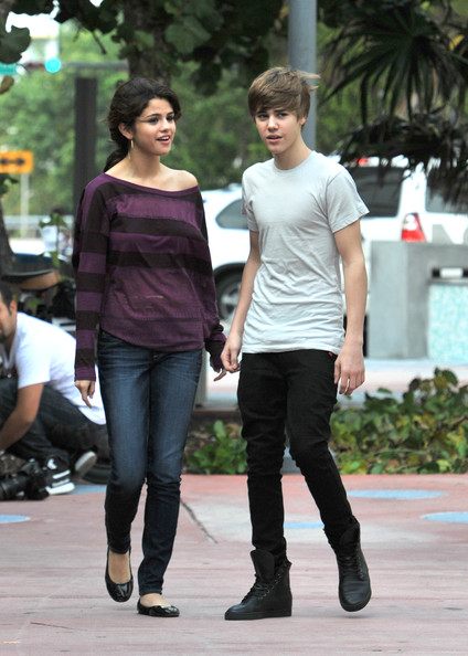 Justin+Bieber in Justin Bieber and Selena Gomez Take Romantic Stroll