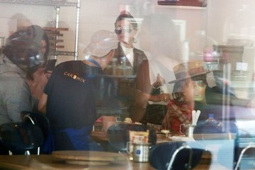 Justin Bieber Justin Bieber Stops By Duff's Cakemix With Hailey Baldwin & Kendall Jenner