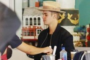 Justin Bieber Stops By Duff's Cakemix With Hailey Baldwin & Kendall Jenner