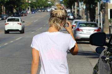 Kaley Cuoco-Sweeting Kaley Cuoco Goes to the Gym