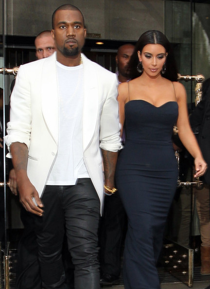 Kanye West - Kim Kardashian & Kanye West Head Out In London