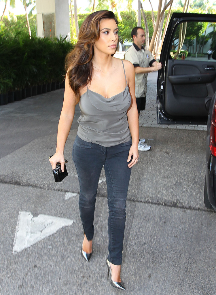 kim kardashian photos photos the kardashians have lunch