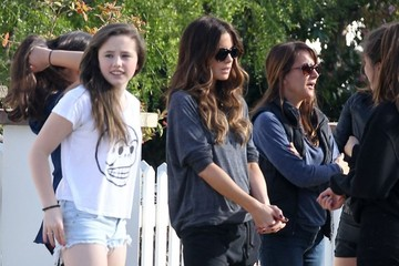 Kate Beckinsale Lily Mo Sheen Kate Beckinsale Takes Her Daughter to a Friend's House