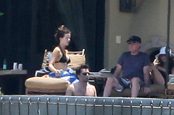 Kate beckinsale and lily sheen photos photos kate beckinsale relaxing pool side in los cabos - Kate beckinsale pool ...