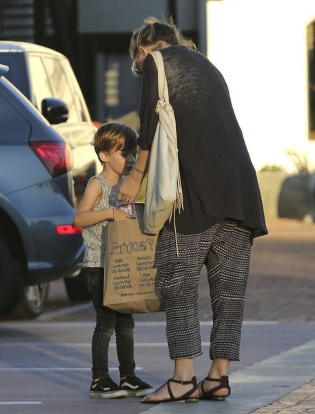 Kate Hudson Goes Shopping With Her Son in Malibu