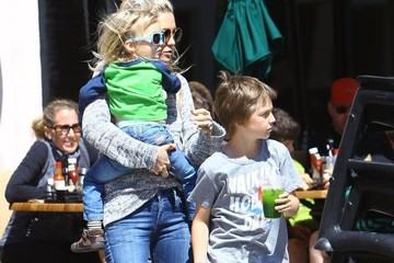 Kate Hudson Ryder Robinson Kate Hudson Takes Her Boys to Lunch