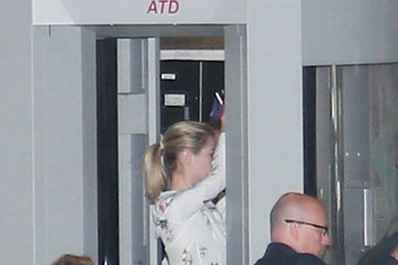 Kate Upton Kate Upton Departs on a Flight at LAX