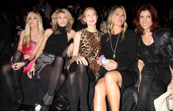 http://www3.pictures.zimbio.com/fp/Kate+Walsh+Kelly+Rutherford+Ecco+Domani+Fashion+xFt9c1DZdaAl.jpg