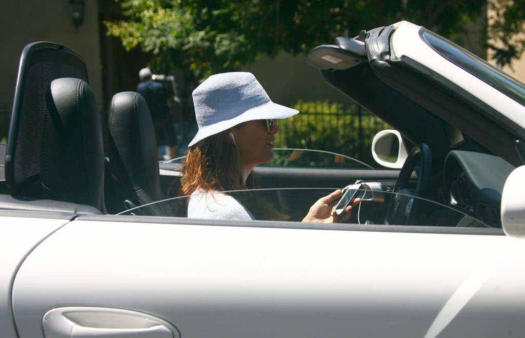 kate walsh photos photos kate walsh putting air in her car tires zimbio. Black Bedroom Furniture Sets. Home Design Ideas