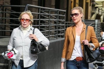 Katherine Heigl Katherine Heigl Walks with Her Mom