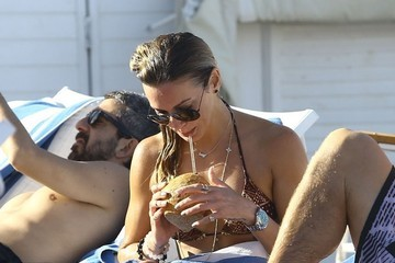 Katie Cassidy Katie Cassidy Hits the Beach in Miami