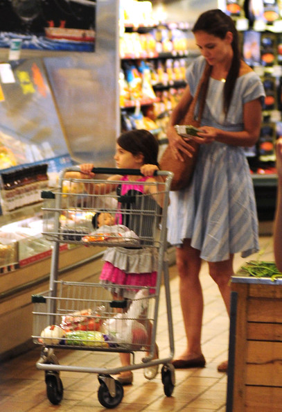 Katie And Suri Grocery Shopping At Whole Foods